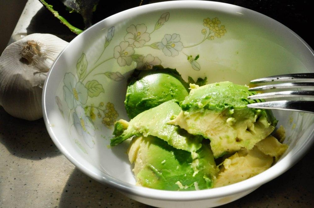 Mashed avocado tomato penne pasta (4 of 12)