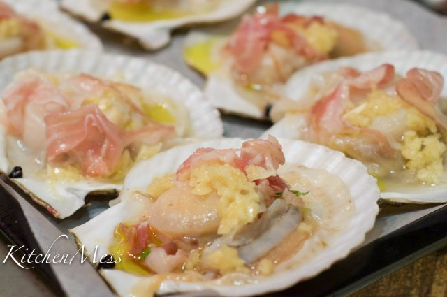 Oven-roasted Scallops with Pancetta and Garlic (3 of 6)