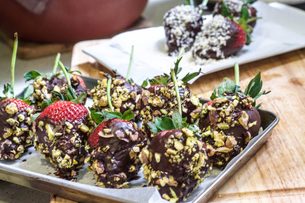 Dark Chocolate Dipped Strawberries With Pistachio (18 of 46)