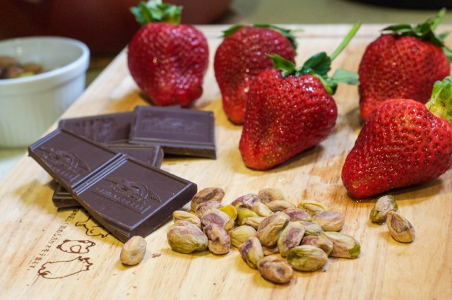 Dark Chocolate Dipped Strawberries With Pistachio (35 of 46)