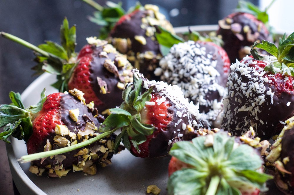 Dark Chocolate Dipped Strawberries With Pistachio (37 of 46)
