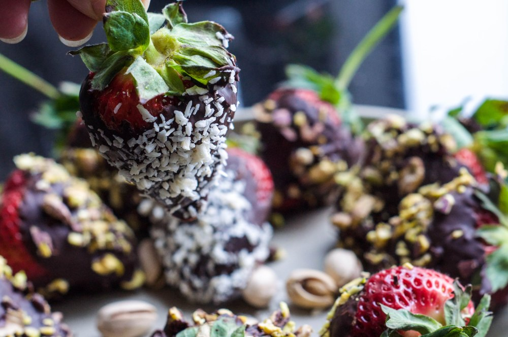 Dark Chocolate Dipped Strawberries With Pistachio (42 of 46)