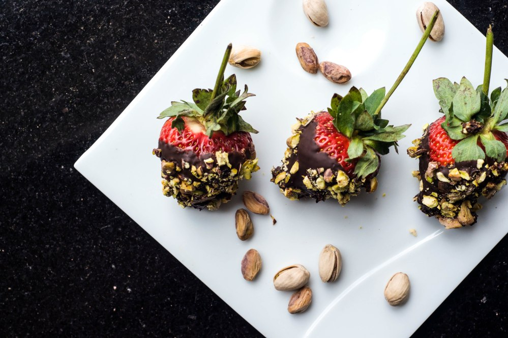 Dark Chocolate Dipped Strawberries With Pistachio (8 of 46)